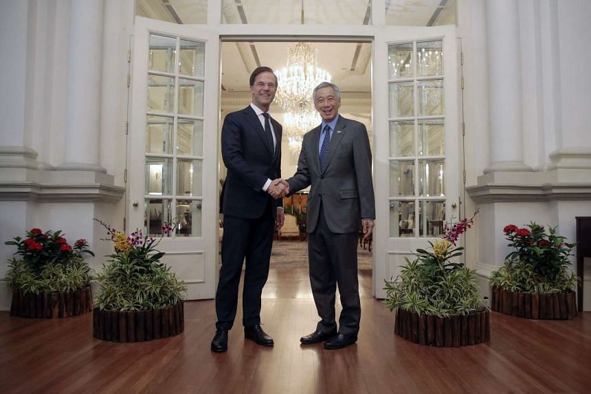 Dutch Prime Minister Mark Rutte (left) and Singapore Prime Minister Lee Hsien Loong at the Istana Presidential Palace in Singapore on Nov 24, 2016.