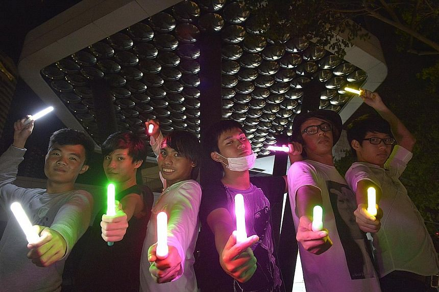 Tengoku Parade members get together to practise wotagei, a synchronised dance performed by fans at concerts and anime-related events.