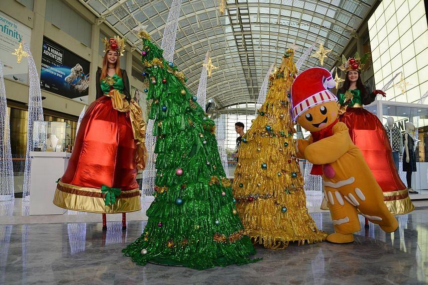 Dancing Christmas trees at Marina Bay Sands