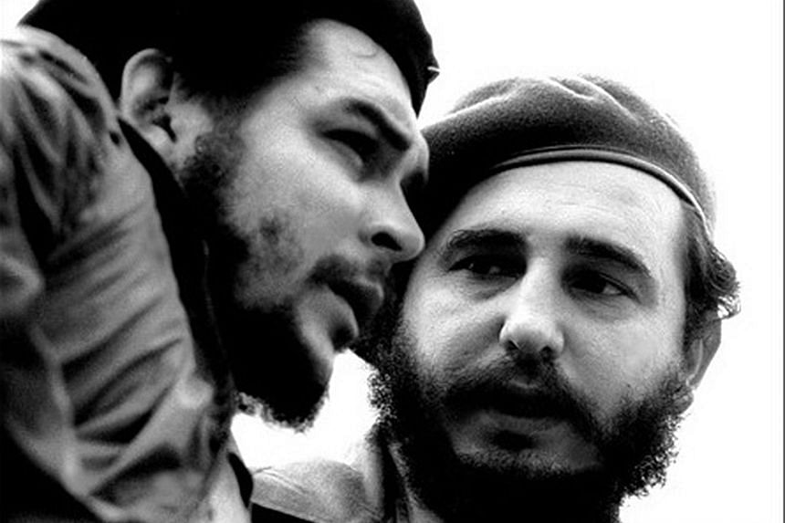 1960s: Fidel (right) having a conversation with Argentine guerilla leader Ernesto Che Guevara. JULY 1964: Fidel became a towering international figure whose importance in the 20th century far exceeded what might have been expected from the head of st