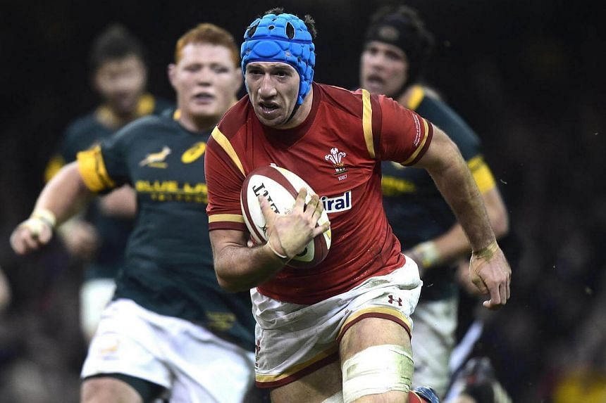 Wales' Justin Tipuric breaks through the South African defence to score a try.