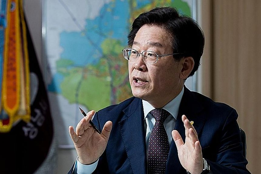 Mr Lee Jae Myung, mayor of Seongnam city, near Seoul, is tapping into anger in South Korea over corruption and a lack of jobs.