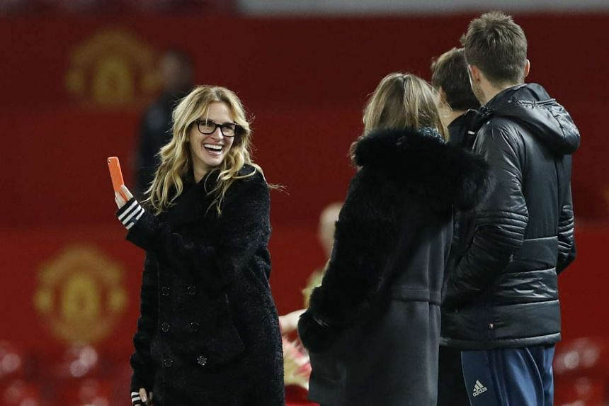 Actress Julia Roberts with Manchester United's Michael Carrick on the pitch at the end of the match.