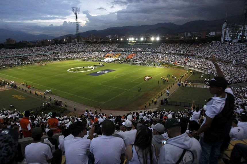 Fans of Atletico Nacional soccer club pay tribute to the players of Brazilian club Chapecoense killed in the recent airplane crash, in Medellin, Colombia, on Nov 30, 2016.