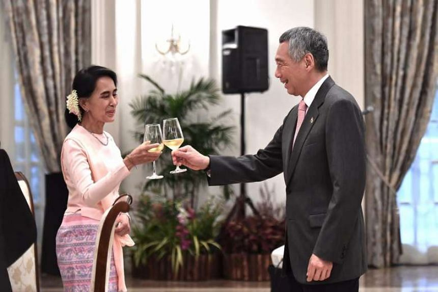 Prime Minister Lee Hsien Loong hosted a dinner for Myanmar state counsellor Aung San Suu Kyi on Wednesday (Nov 30).