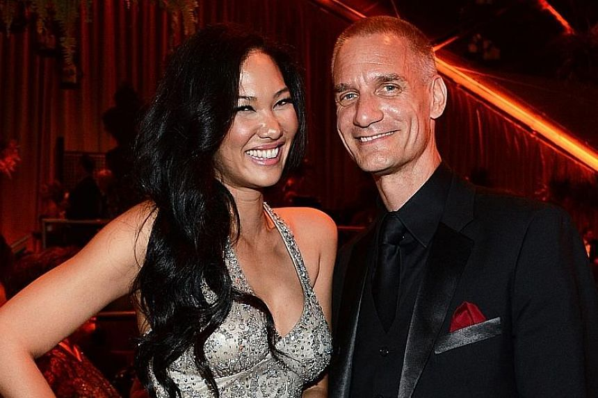 Mr Leissner and his wife, model Kimora Lee Simmons, at a Golden Globes party in 2014. After the 1MDB scandal broke, Goldman found that he allegedly violated company policies.