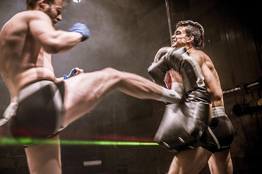 German-Swiss theatre group Peng! Palast explores kickboxing and sparring as one way to feel alive and connected to others.