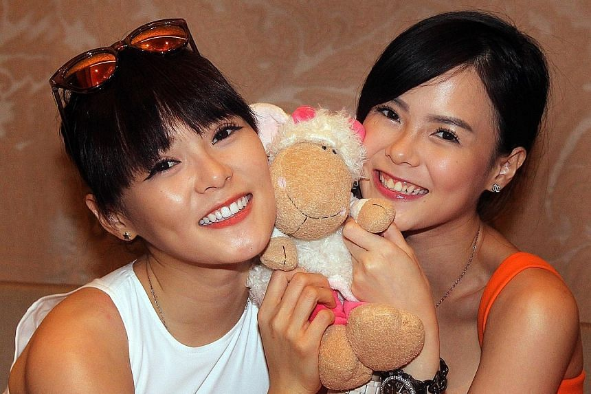 Actresses Hayley and Jayley Woo (left).