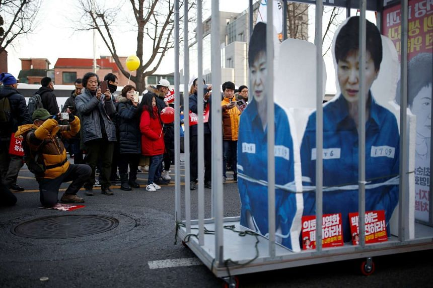 The political turmoil surrounding South Korean President Park Geun Hye has frozen planning and decision making in the country's corporate giants.