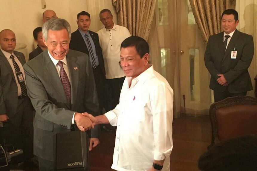 Prime Minister Lee Hsien Loong (left) with Philippine President Rodrigo Duterte, who is in Singapore for a two-day visit, on Dec 15, 2016.