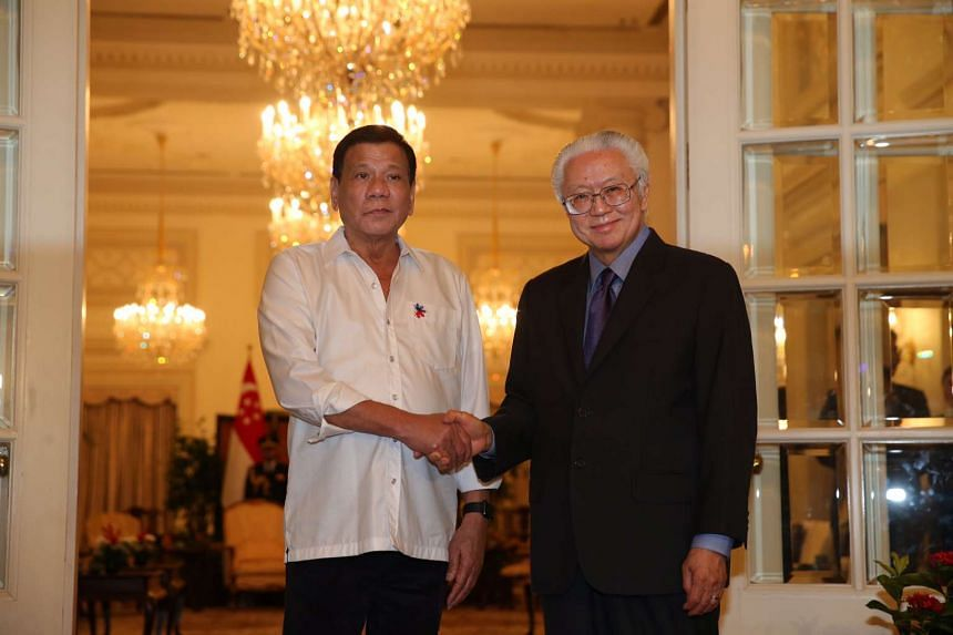 Philippine President Rodrigo Duterte (left) with Singapore President Tony Tan at the welcome ceremony held for the former at the Istana on Dec 15, 2016.