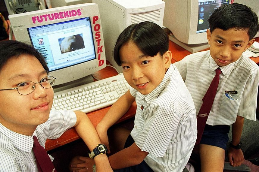 Radin Mas Primary School pupils, who designed a webpage on the zoo in 1999. In the 1990s, there was a push to use IT in schools.