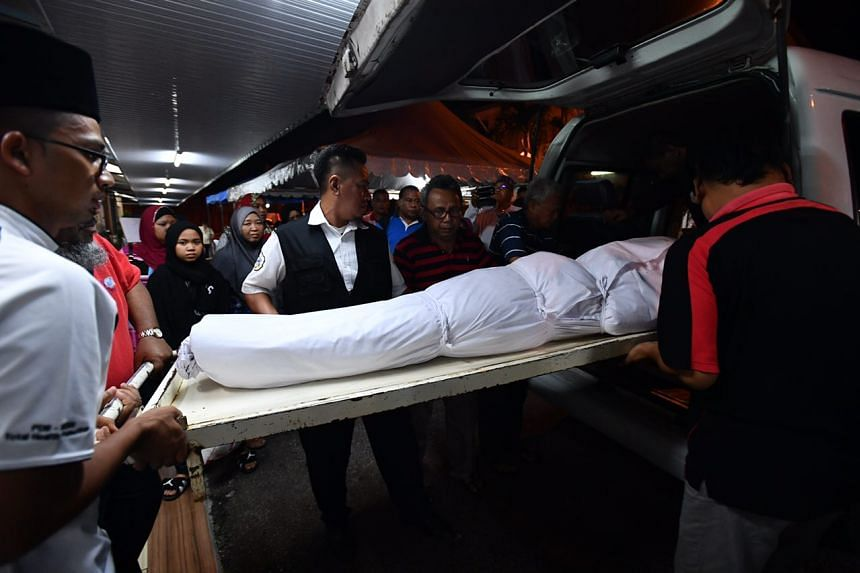 Hamimah Mammu's body is placed in the hearse.
