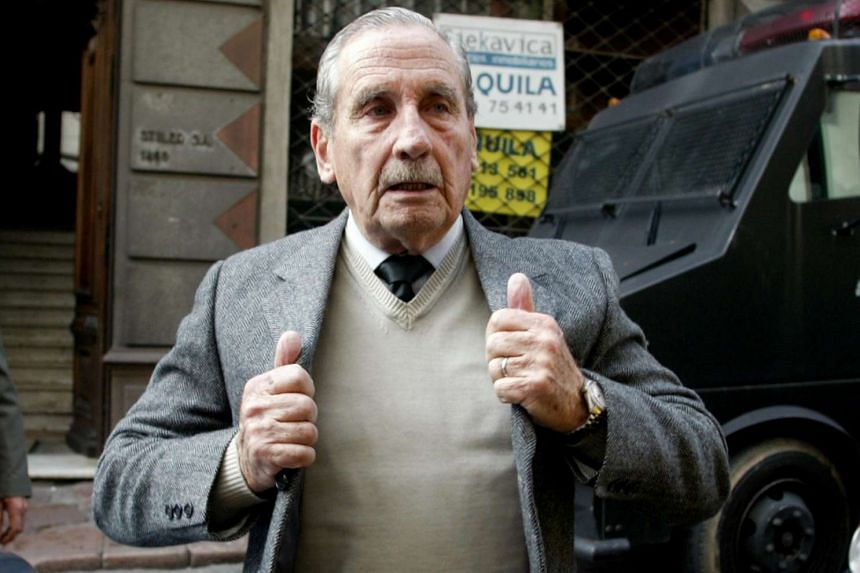 Gregorio Goyo Alvarez, former Uruguayan dictator from 1981 to 1985, arrives at the court in Montevideo, on June 15, 2006.