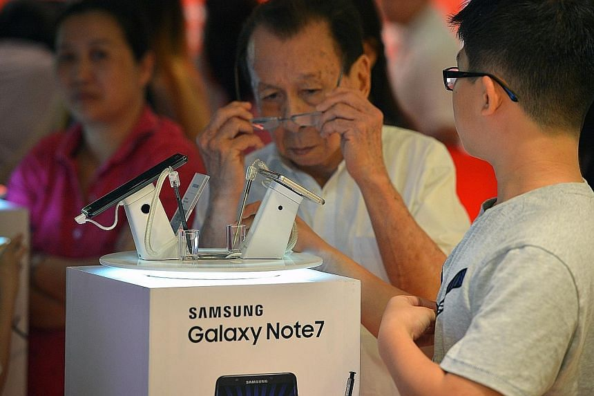 Customers checking out the Galaxy Note7. Samsung recalled the phone after several handsets caught fire during charging.
