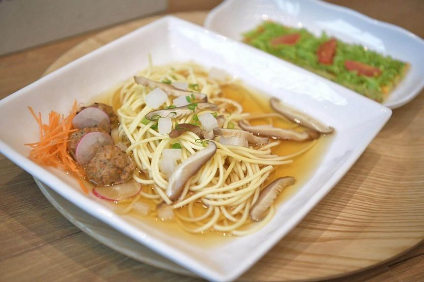 Glass noodles in herbal broth, an example of the low-glycemic index (GI) halal meals available.