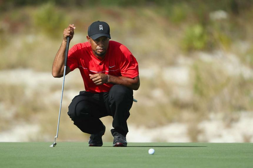 Tiger Woods lines up a putt on the 11th hole during the final round of the Hero World Challenge.