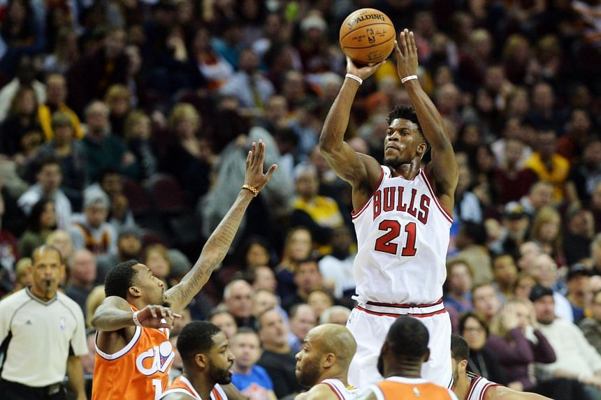 Chicago Bulls guard Jimmy Butler (with ball) scored 14 of his 20 points in the fourth quarter to help the Bulls pull away from the Cleveland Cavaliers 106-94 on Jan 4, 2017.