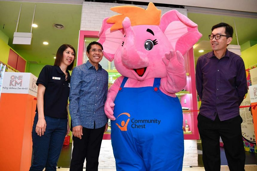 From left: Ms Sophee Tan, Founder and Executive Director of SingYouth Hub, Dr Maliki Osman, Senior Minister of State, Ministry of Defence and Ministry of Foreign Affairs, the Sharity mascot and Mr Hauw Kheng Lip, general manager (Marketing) from UOL,