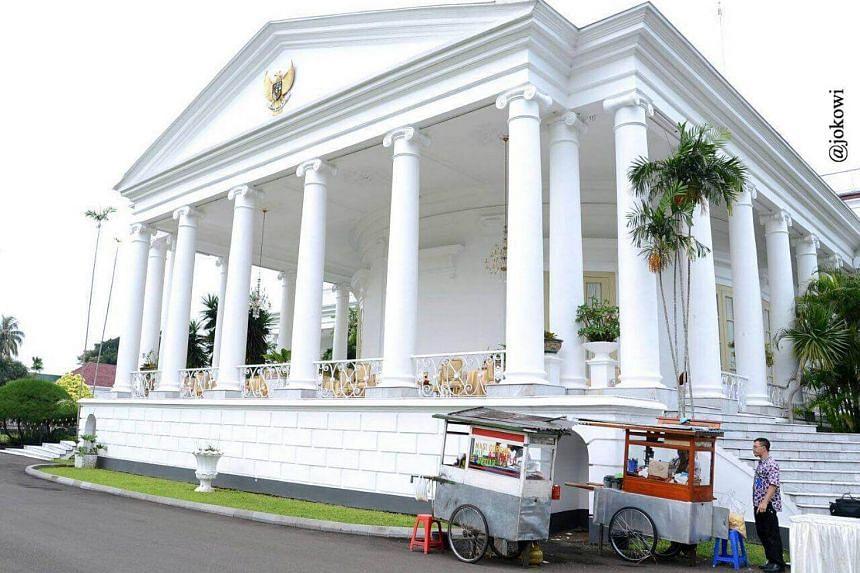 Vendors at Bogor Palace, West Java.