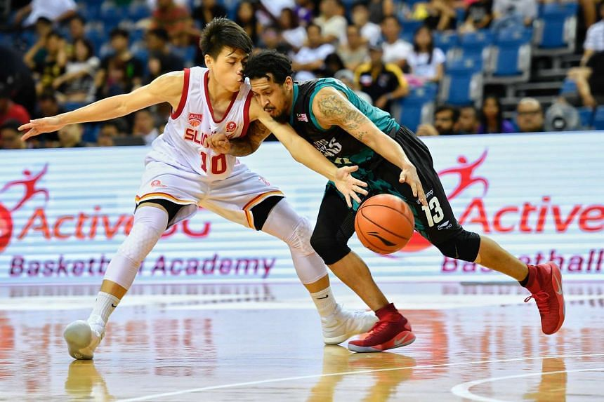 Singapore Slingers forward Leon Kwek (#10) defending against Westsports Malaysia Dragons Frederick Lee during their match at the OCBC Arena on Jan 8, 2017.