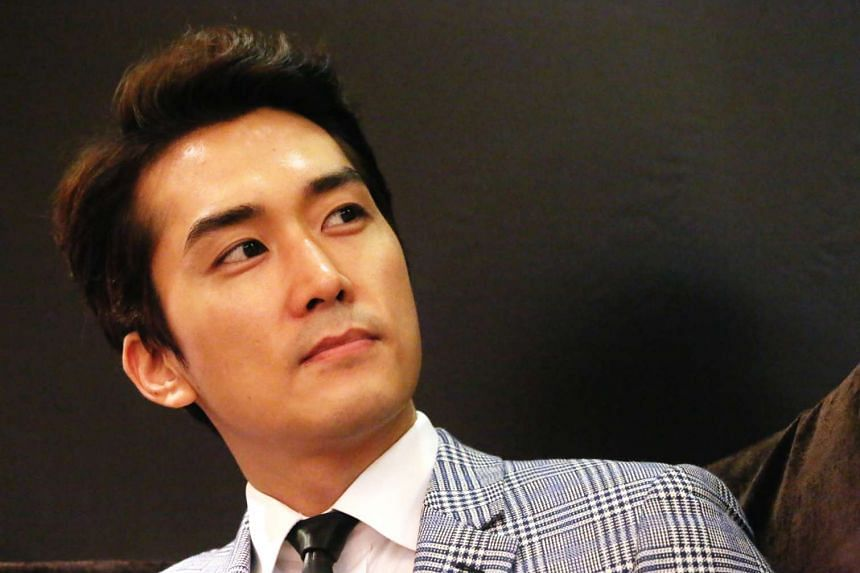 Actor Song Seung Heon made 1,500 fervent fans swoon at a public meet-and-greet event at The Cathay on Saturday.