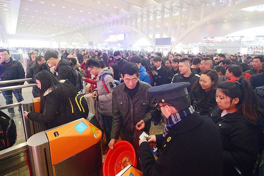 The total volume of passengers taking trains and airplanes during the annual Spring Festival travel rush will rise by about 10 per cent year on year, according to a report by the Chinese authorities.