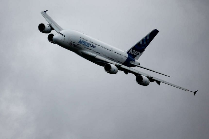 The slowdown in purchases recorded by American plane-maker Boeing and its European rival Airbus comes as airlines face too many empty seats.