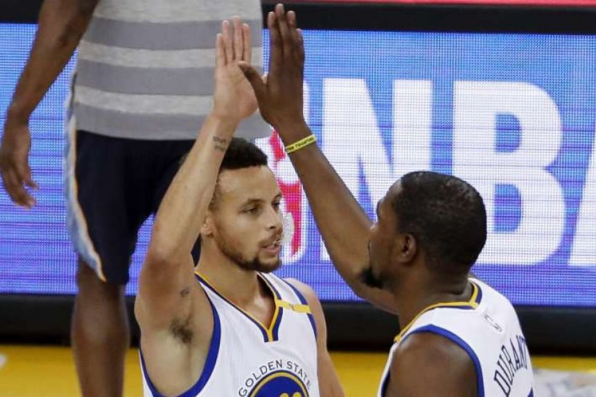 The Golden State Warriors have played 124 straight contests without losing consecutively, the longest streak in NBA history.
