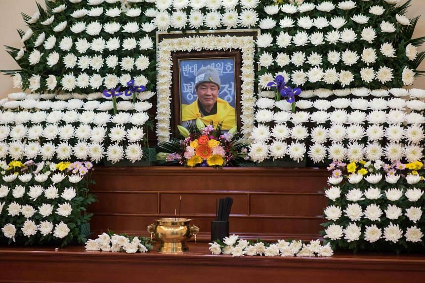 An altar to South Korean Buddhist monk Jung Won, who set himself on fire during a weekend protest against impeached President Park Geun Hye, is displayed at a hospital in Seoul on January 10, 2017.