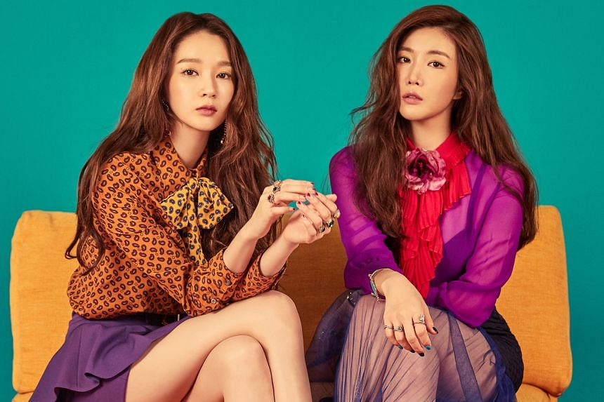 Singers Kang Min Kyung (left) and Lee Hae Ri talk about their K-drama binge-watching habits and the secret to their vocal chemistry.