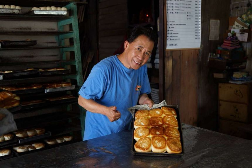 The 68-year-old celebrity chef, Martin Yan, known for his Yan Can Cook television series, is back with another new cooking show, Martin Yan's Asian Favourites.