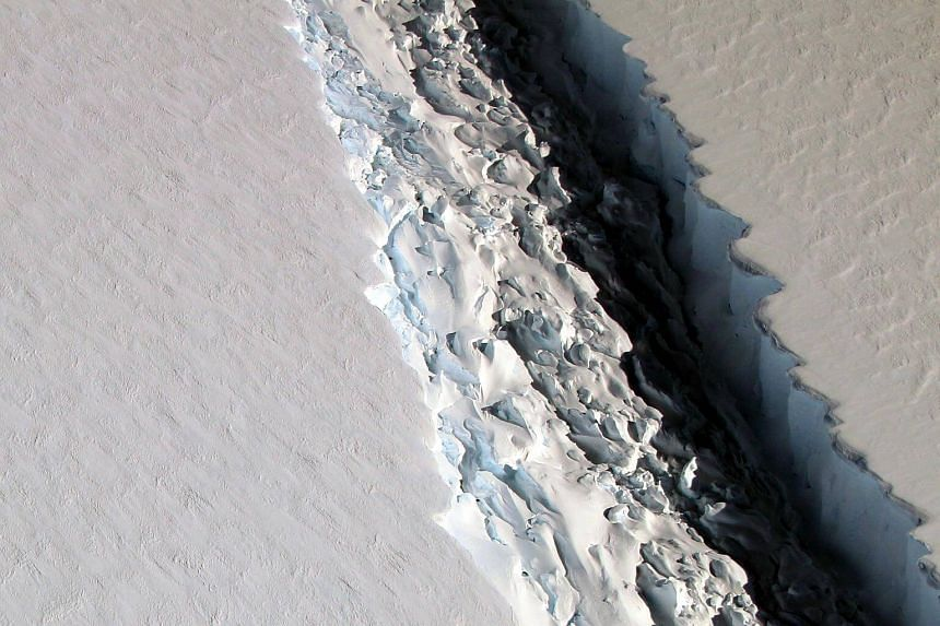 A crack in the Larsen C ice shelf in the Antarctic Peninsula has dramatically accelerated its spread, increasing 11 miles (17.7km) in length in the space of a month.