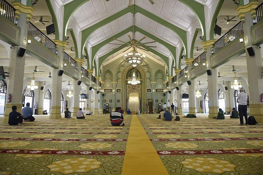 The Istana Kampong Gelam, the former seat of Malay royalty, was restored and became the Malay Heritage Centre in 2005. Its design reflects classical European and traditional Malay architecture. Worshippers at Masjid Sultan, or the Sultan's Mosque, wh