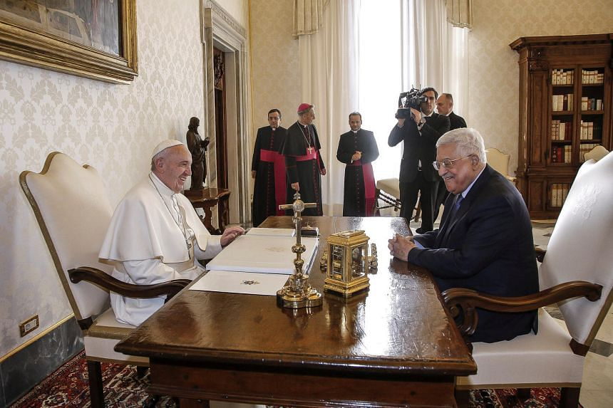 Pope Francis speaking with Palestinian President Mahmoud Abbas during a meeting at the Vatican on Jan 14, 2017.