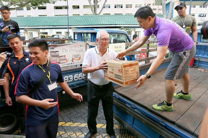Minister Tan Chuan-Jin helps unload boxes of food to be distributed at the One Community Day 2017 at Marine Parade GRC Project on Jan 15, 2017.