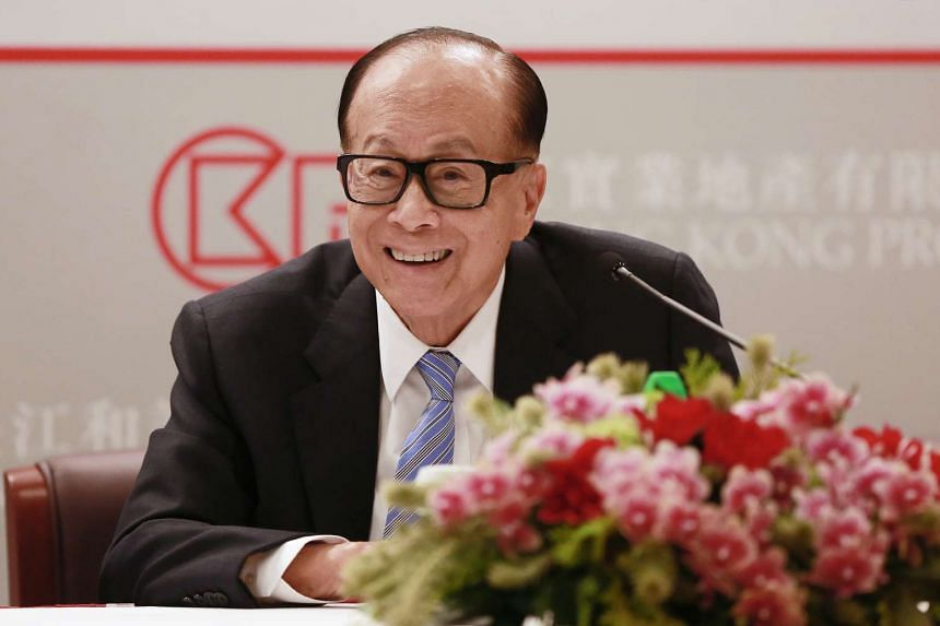 Billionaire Li Ka-shing, chairman of CK Hutchison Holdings Ltd. and Cheung Kong Property Holdings Ltd., reacts during a news conference in Hong Kong, China, on March 17, 2016.