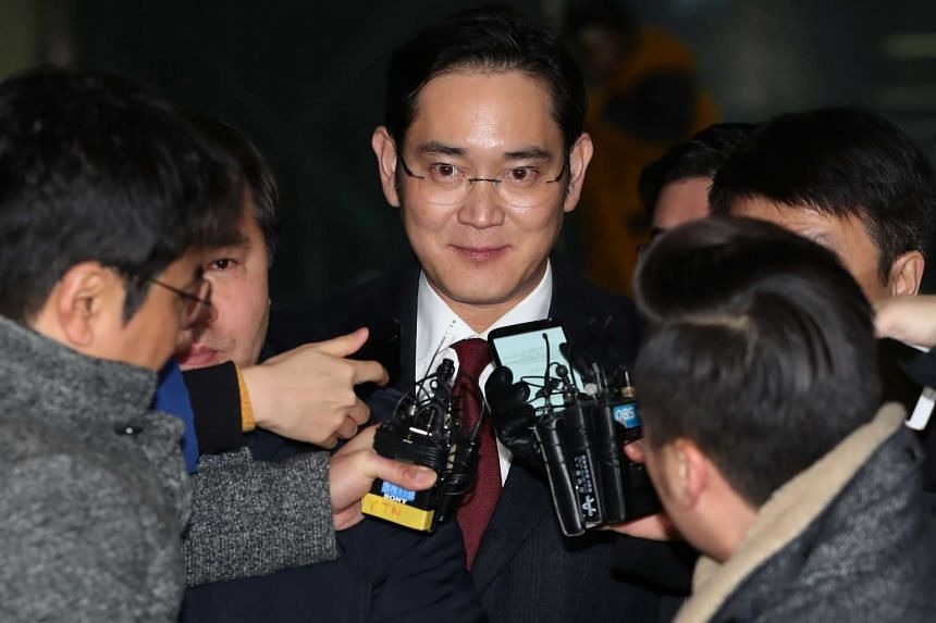 Samsung Group leader Jay Y. Lee is surrounded by members of the media as he leaves the special prosecutors' office in Seoul, South Korea, on Jan 13, 2017.