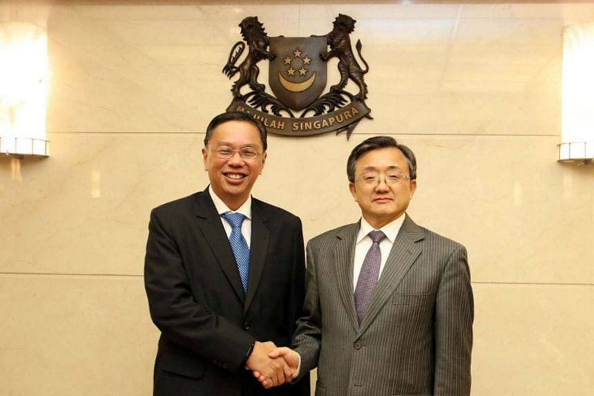 Permanent Secretary (Foreign Affairs) Chee Wee Kiong (left) met Vice Foreign Minister of the People's Republic of China Liu Zhenmin on Jan 17, 2017.