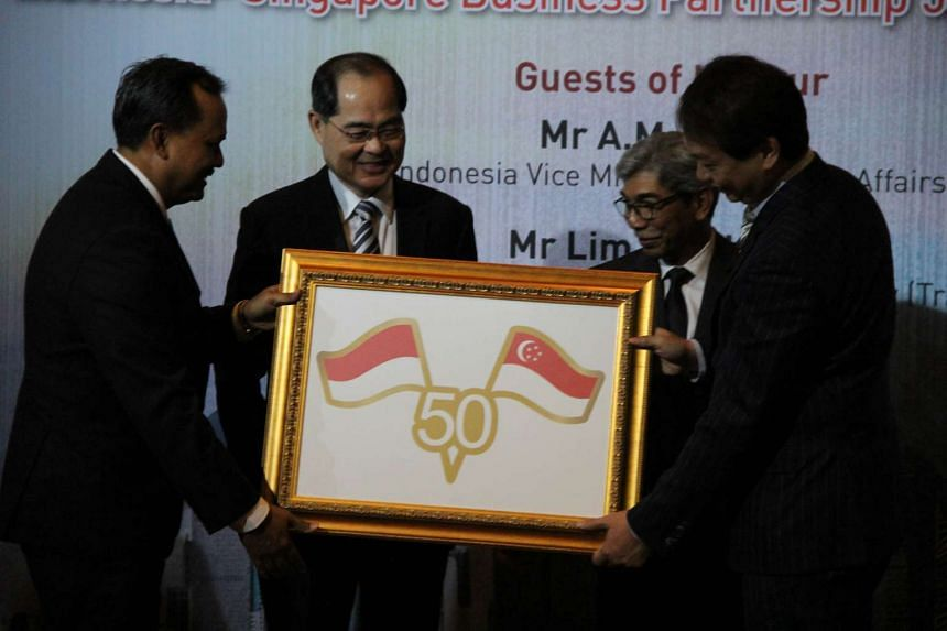(From left) Indonesian Ambassador to Singapore Ngurah Swajaya, Singapore Trade Minister Lim Hng Kiang, Indonesian Vice-Foreign Minister AM Fachir, and Singapore Manufacturing President Douglas Foo at an event to commemorate 50 years of diplomatic rel