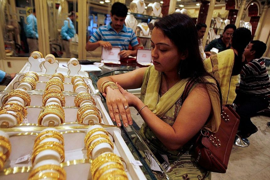 India's jewellery industry runs mostly on cash, something consumers have a lot less of these days following Prime Minister Narendra Modi's sweeping currency policy change.