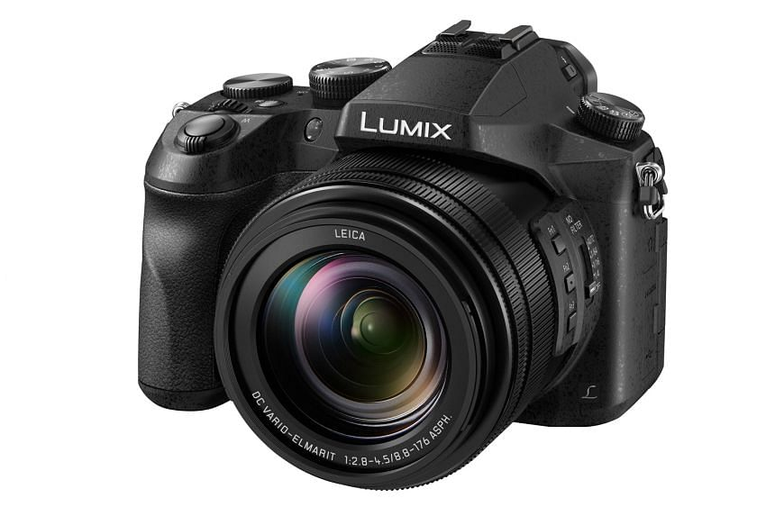 The autofocus of the Panasonic Lumix DMC-FZ2500 is quick. In Autofocus Continuous mode, it is quick to track moving subjects and keep them in focus as they move within the frame.