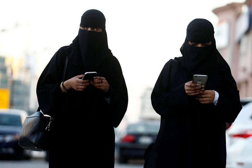 A United Nations independent expert said that Saudi Arabia's government should end the kingdom's ban on women driving.