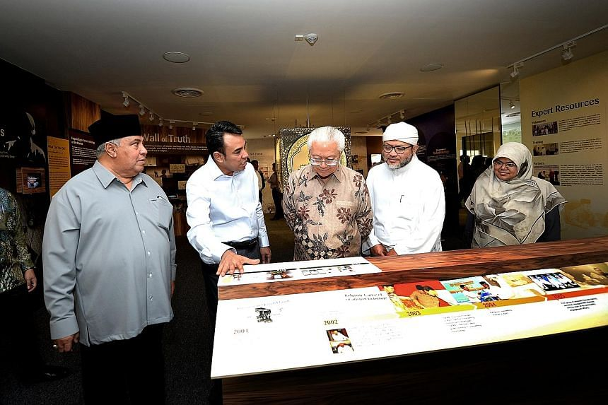 President Tan with leaders and members of the Religious Rehabilitation Group - (from left) Ustaz Ali Mohamed, Ustaz Mohamed Ali, Ustaz Hasbi Hassan and Ustazah Kalthom Muhammad Isa - during a tour of the group's resource and counselling centre at Kha