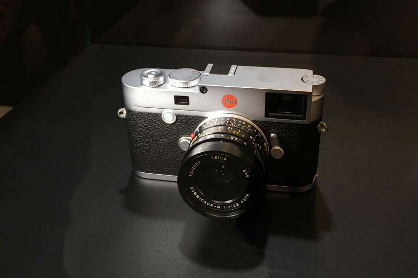 The M10 is also the first camera in the M system with integrated WLAN connectivity.