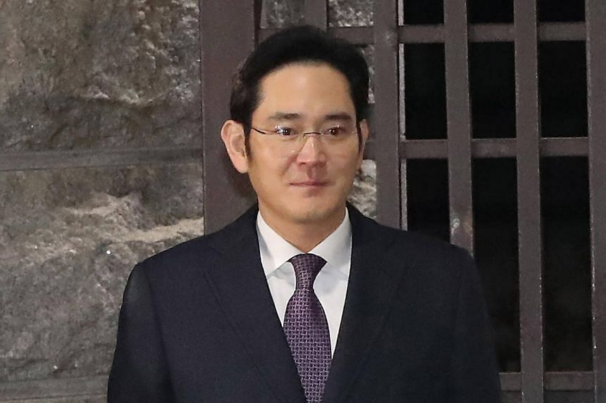 Samsung heir Lee Jae Yong leaves a detention centre after a court refused to issue an arrest warrant over his role in a corruption scandal engulfing President Park Geun Hye, in Seoul early on Jan 19, 2017.