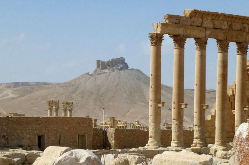 Islamic State in Iraq and Syria militants have destroyed the Tetrapylon in the ancient city of Palmyra.