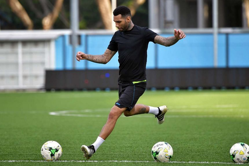 Jermaine Pennant will make his return to England after signing a short-term contract with League One side Bury.