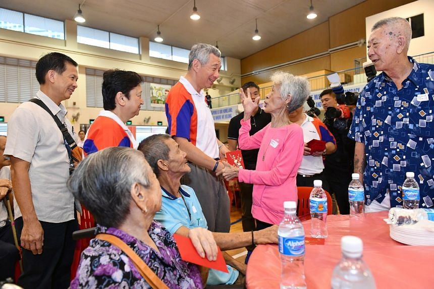Madam Tan Kam Toh, 68, receiving her hongbao from PM Lee Hsien Loong at the Teck Ghee Division Hongbao Presentation Ceremony 2017, at Teck Ghee Primary School on Jan 21, 2017.