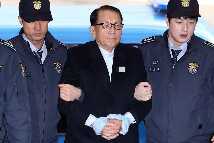 Former presidential chief of staff Kim Ki Choon appearing at the office of the independent counsel in Seoul on Jan 22, 2017.